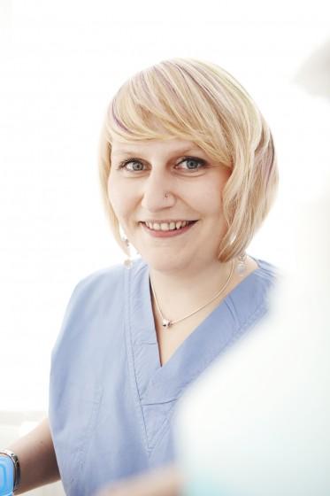 Christina zahnärztliche Assistentin mit Schwerpunkt Kiefergelenksdiagnostik